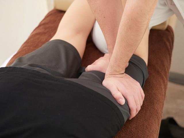 施術により血流や神経の流れを促して不快な症状を解消します